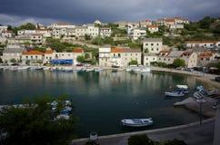 在Brac海岛上的克罗地亚村庄  库存图片