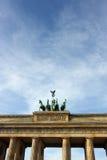 在Brandenbrurg门上面的四马二轮战车在柏林,德国 库存图片