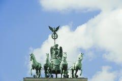 柏林-四马二轮战车, Brandenburger门   库存照片