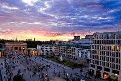 在Brandenburger门,柏林的夜 免版税图库摄影