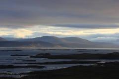 在Breidafjoerdur的清早,冰岛 沿海equense横向阶索伦托vico 免版税库存图片