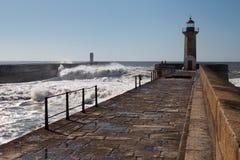 在brekwater的波浪在波尔图,葡萄牙 免版税库存图片