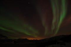 在Bremnes的北极光在哈尔斯塔,挪威附近 免版税库存照片