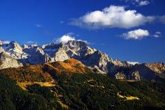 在Brenta白云岩的秋天风景在一美好的天 免版税图库摄影