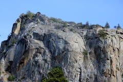 在Bridalveil右边的岩石落,优胜美地国家公园,加利福尼亚 免版税库存照片