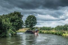 在bridgewater运河的一艘运河驳船在曼彻斯特,英国之外 库存图片