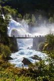 在Briksdal冰川-挪威附近的瀑布 免版税图库摄影