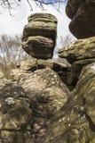 在Brimham的失衡的结构在英国晃动,北约克郡 图库摄影