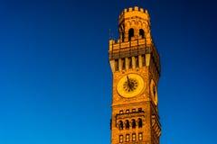 在Bromo塞尔查水塔的日落光在巴尔的摩,马里兰 库存照片
