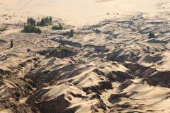 在Bromo山,印度尼西亚的沙丘 免版税库存照片