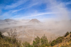 在Bromo腾格尔塞梅鲁火山国家公园的沙尘暴 库存图片