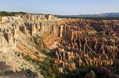 在bryce峡谷的风景 免版税库存图片
