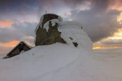 在Bucegi山,喀尔巴汗,罗马尼亚的庄严日落 免版税库存照片