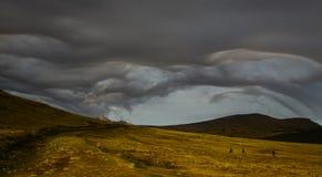 在Bucegi,罗马尼亚的雪云彩 图库摄影