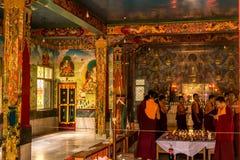 在Buddist寺庙的祷告 免版税图库摄影