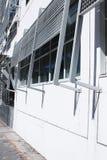 在buidling之外的Windows窗帘 库存照片