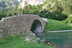 在bujaruelo谷的一座桥梁 免版税库存照片