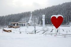 在Bukovel滑雪场的照片在温泉大厦的区域和看法 图库摄影