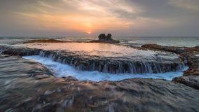 在bulakan海滩的水流量 免版税图库摄影