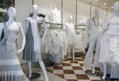 在Burano威尼斯式海岛系带服装店 库存照片