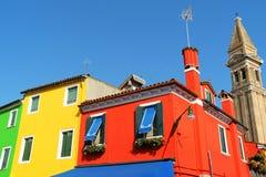 在Burano海岛,威尼斯,意大利上的五颜六色的房子 库存图片