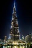 在Burj Khalifa,迪拜,阿拉伯联合酋长国的视图,在晚上 免版税库存图片