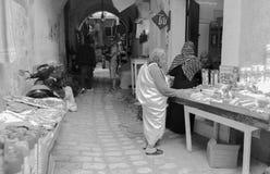 在burka购物打扮的妇女 免版税库存图片