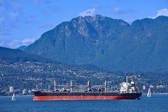 在Burrard入口的货轮从太平洋 免版税库存照片