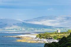 在Burren的风景在爱尔兰和大西洋 免版税库存图片