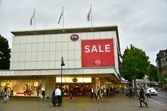 在C&A时尚商店的销售 免版税库存图片
