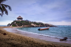 在Cabo圣胡安- Tayrona自然国家公园,哥伦比亚使小屋靠岸 图库摄影