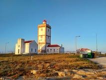 在Cabo Carvoeiro附近的Peniche灯塔在日落光 免版税图库摄影