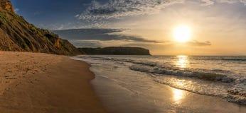 在Cabo Ledo海滩的美好的日落 安格斯 闹事 图库摄影