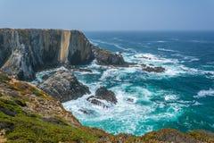 在Cabo Sardao,肋前缘Vicentina,葡萄牙附近的风景海景 免版税图库摄影