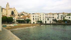 在Cadaques的海滩入口 免版税库存照片