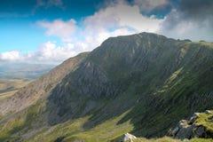 在Cadiar Idris在Dolgellau, Snowdonia,北部威尔士的峰顶 免版税库存图片