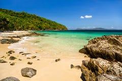 在Cagnipa海岛的海滩 免版税库存图片