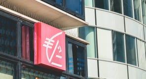 在Caisse d ` Epargne机构的标志的特写镜头  免版税库存图片