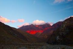 在Cajon del迈波火山,智利的日落 库存照片