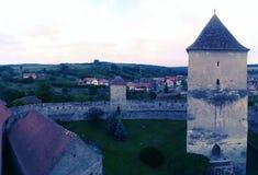 在Calnic城堡的教堂塔 免版税库存图片