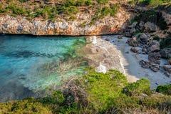 在calo des莫罗海滩的温暖的春日,马略卡,西班牙 免版税库存图片