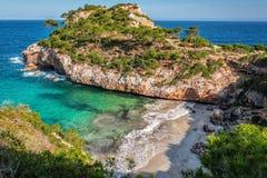在calo des莫罗海滩的温暖的春日,马略卡,西班牙 免版税库存照片