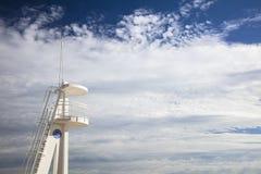 在Calpe海滩,阿利坎特,西班牙的Baywatch白色监视塔 免版税库存照片