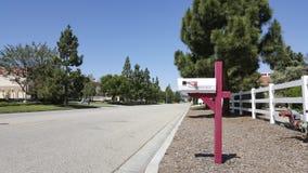 在Camarillo大农场路的经典白色邮箱 图库摄影