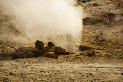 在Campi flegrei的硫磺春天 免版税库存图片