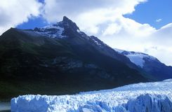 在Canal de Tempanos的佩里托莫雷诺冰川在Parque Nacional在埃尔卡拉法特,巴塔哥尼亚,阿根廷附近的Las Glaciares 免版税库存图片