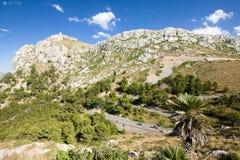 在Cap de Formentor -马略卡,西班牙-欧洲美丽的海岸的山蛇纹石  免版税库存照片