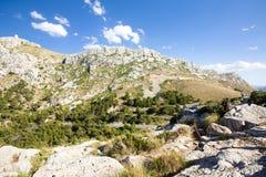 在Cap de Formentor -马略卡,西班牙-欧洲美丽的海岸的山蛇纹石  库存图片