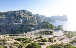 在Cap de Formentor -马略卡,西班牙-欧洲美丽的海岸的山蛇纹石  库存照片