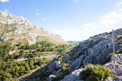 在Cap de Formentor -马略卡,西班牙-欧洲美丽的海岸的山蛇纹石  图库摄影